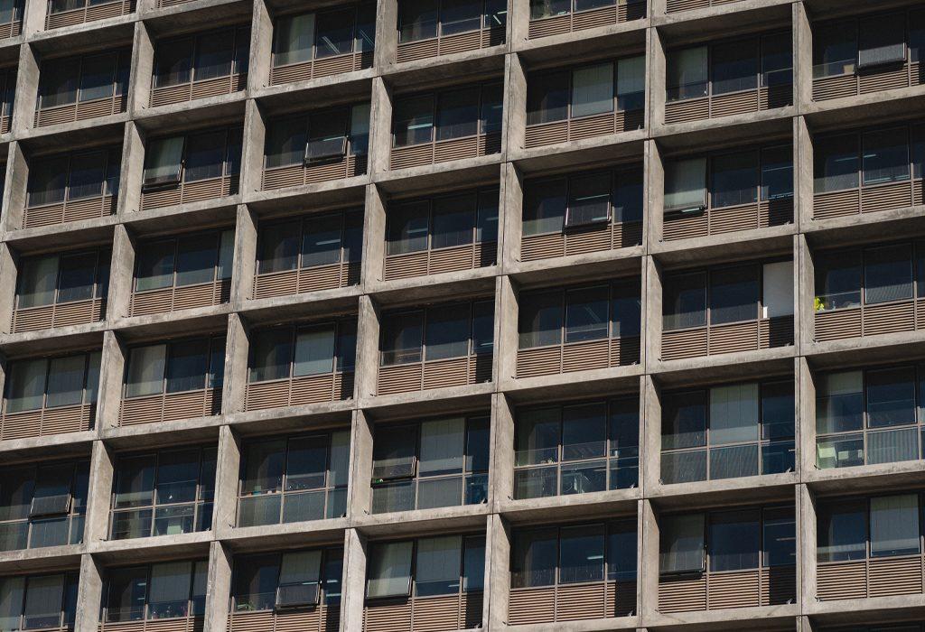 חלונות בניין